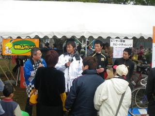 (左)中津留建一選手、(中)高田大輔選手、(右)中野智公選手のトークショーには多くの人が集まりました。