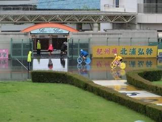 開催初日はあいにくの雨模様