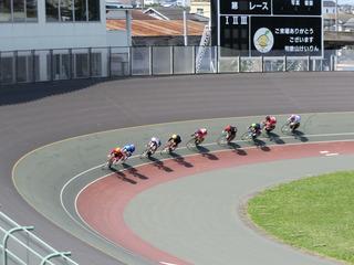 ケイリン予選1組 ジャン4コーナーの攻防