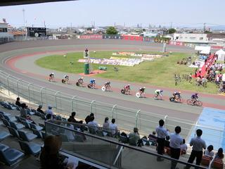 ケイリン予選5組 初周はコース順に周回