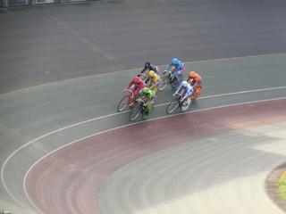 初日6R ジャン過ぎ4コーナーの攻防