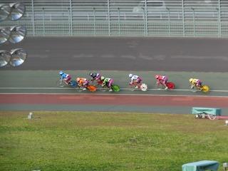 初日7R 最終2コーナーの攻防
