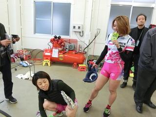 レースを振り返る田仲選手(左)と成田選手(右)