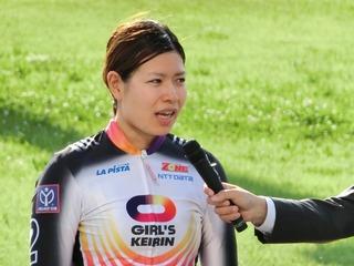 優勝インタビューに答える石井選手