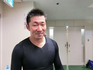 1着になって満面の笑みの稲毛健太選手