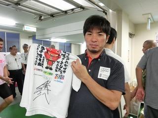 村上義弘選手サイン入り名古屋ダービー優勝記念Tシャツ