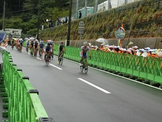 少年男子3周目 中川選手が集団を引っ張る