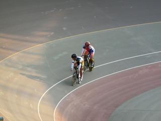 成年男子スプリント1/4決勝2組 橋本が、先に行かせた牧田の動きを観察