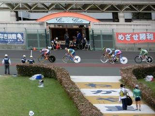 少年男子4�q速度競走予選3組 永橋が2周目BK線を取る