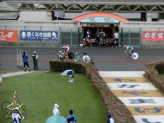 少年男子4�q速度競走予選3組 3周目BK線を永橋が取る