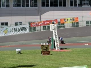 少年男子スプリント1/2決勝2組 布居が先行し中島を2車身リード