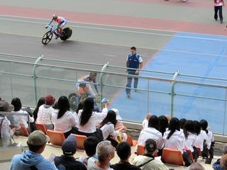 山本選手のスタート位置は同級生の女子の目の前です