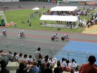 少年男子ポイントレース予選2組 山本が1着。ポイント首位で予選通過する