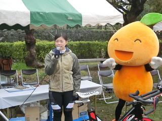 山本知佳選手(左)