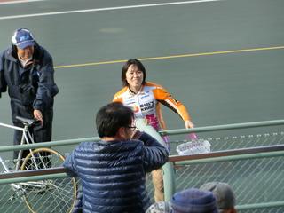 ファンサービスに登場の村田は笑顔満面