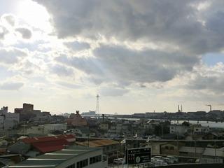 最終日は、厚い雲に覆われながらも日差しが