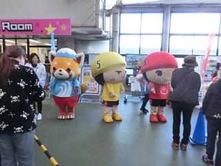 静岡競輪の「レーサーパンダ」(左)、別府競輪の「ゆ〜坊」も来場