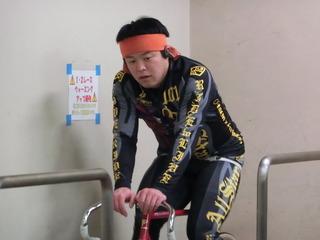 ローラーでウォームアップする吉澤選手