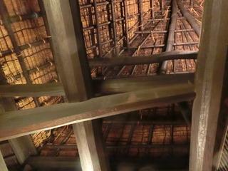 築250年の邸を支える立派な梁と屋根