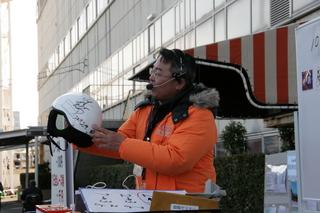 脇本雄太選手サイン入りヘルメットも人気