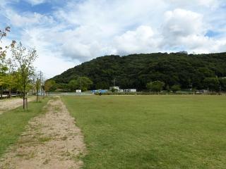 旧堀之内バンク3コーナー付近から城山を望む