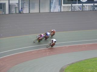 少年男子スプリント5〜8位決定戦 先行の久保を甲斐ら3選手が捉える