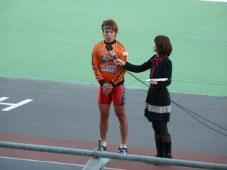 1着選手インタビューに答える浅井康太選手