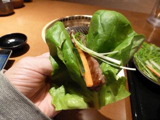 サーロインを野菜で巻いてパクッ!