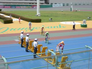 和歌山初のガールズレース 初日・6Rの選手入場