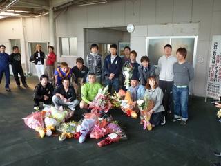 地元和歌山の現役選手らとの記念撮影
