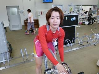 「脚使わず、展開がラッキーでした」と話す飯田よしの選手