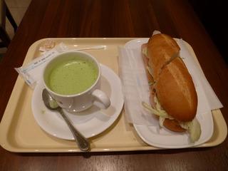 朝食は成田空港のドトールで