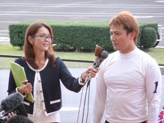 優勝インタビューに答える成清選手