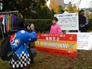 賞金ボード&ユニフォームde記念撮影会