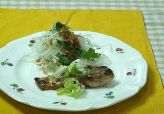 鯛のネギ焼きと金山寺味噌のサラダ.jpg