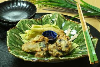 鯵の青ジソ天ぷらと柿の天ぷら.jpg